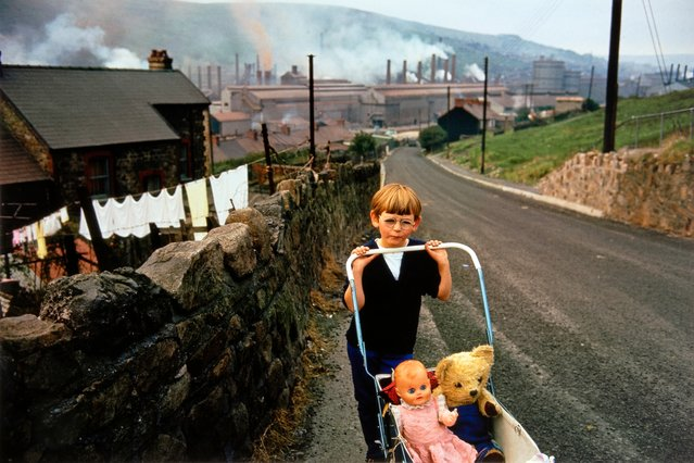 Great Britain. Wales, 1965. (Photo by Bruce Davidson/Magnum Photo)
