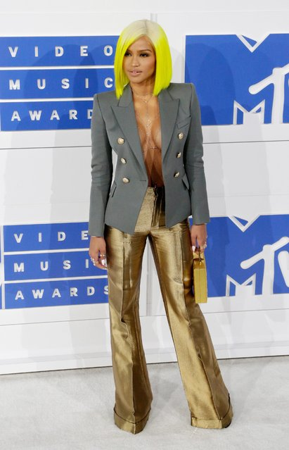 US singer Cassie arrives on the red carpet for the 33rd MTV Video Music Awards (VMA) at Madison Square Garden in New York, New York, USA, 28 August 2016. (Photo by Jason Szenes/EPA)
