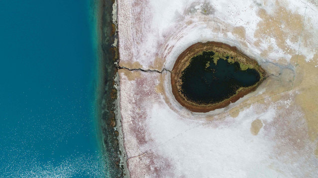 This aerial photo taken on November 8, 2020 shows Yamzbog Yumco Lake in Nagarze County of Shannan City, in China's Tibet Autonomous Region. (Photo by AFP Photo/China Stringer Network)