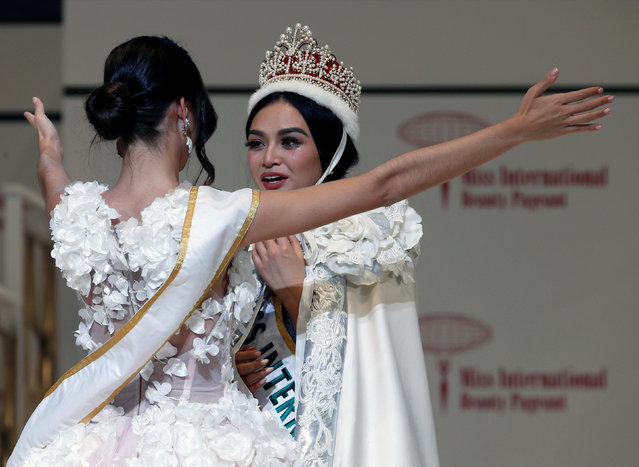 The winner of the Miss International 2016 Kylie Verzosa representing Philippines is celebrated by the winner of 2015 Edymar Martinez of Venezuela during the 56th Miss International Beauty Pageant in Tokyo, Japan October 27, 2016. (Photo by Kim Kyung-Hoon/Reuters)