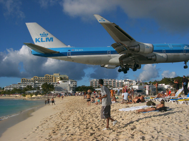"Boeing 747-400 of KLM in approach for the ""Princess Juliana"" airport, Netherlands Antilles Sint Maarten on July 2, 2002. (Photo by LUPOO/Ullstein Bild via Getty Images)"