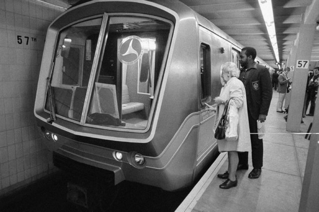 Two curious subway riders look into the window of a new style subway car, by the Metropolitan Transit Authority in New York City's IND station at 57th street and Sixth Avenue, May 13, 1974. A special press and invited guests ride to the Wall Street area followed the showing. (Photo by Ron Frehm/AP Photo)