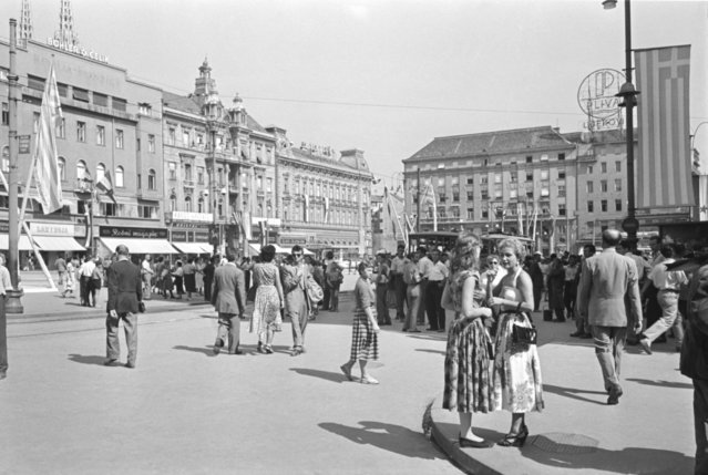 Zagreb, Yugoslavia. Summer, 1955. Passers-by walk on the Republic Square. The exact date of the photograph is unknown. (Photo by Vladimir Shakhovsky/TASS)
