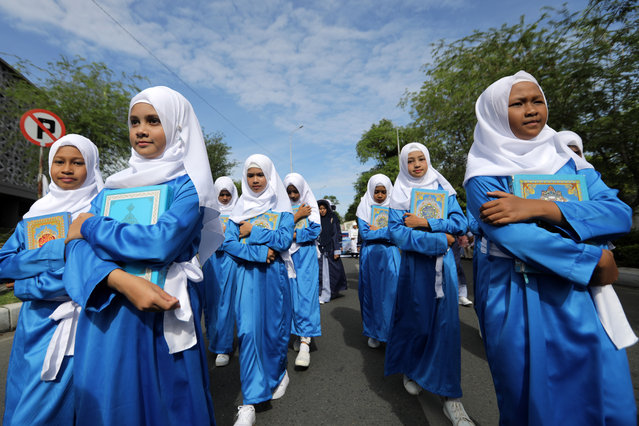 Acehnese students wearing veils attend the Islamic New Year parade in Banda Aceh, Indonesia, 11 September 2018. Islamic or Hijri New Year marks the beginning of a new Islamic calendar year falling on 11 September this year. Islamic New Year is an important time for Indonesian Muslims, and is the celebration of the arrival of the new year according to the Islamic lunar calendar. (Photo by Hotli Simanjuntak/EPA/EFE)
