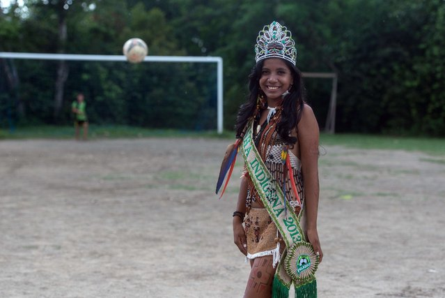 The indigenous queen of Peladao, 18 year-old Suellen, poses for a picture during the half-time of the final match of Peladao, the amateur football tournament, in Manaus, Amazonas state, Brazil, on November 24, 2013. (Photo by Yasuyoshi Chiba/AFP Photo)