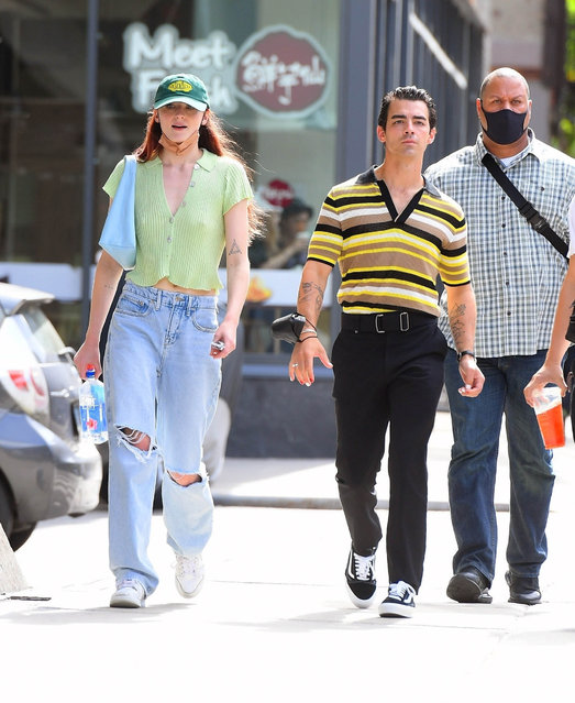 Young couple Sophie Turner and Joe Jonas enjoying the nice weather in New York on September 21, 2021. (Photo by Backgrid USA)