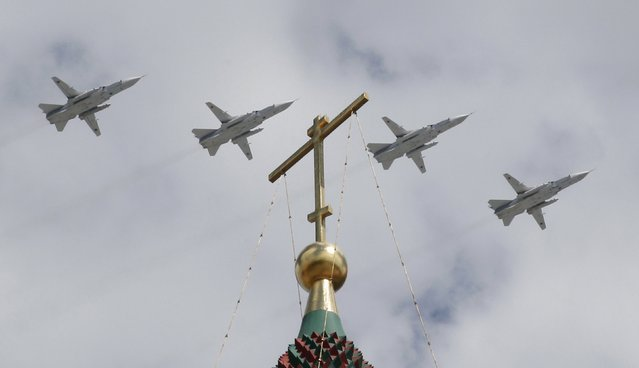 Russian Su-24 jet fighters fly in formation during rehearsals for the Victory Day military parade, with St. Basil's Cathedral seen in the foreground, in central Moscow May 5, 2015. (Photo by Tatyana Makeyeva/Reuters)