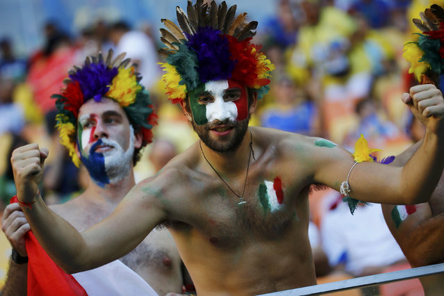 Fans of Italy wait for the start of their 2014 World Cup Group D soccer match against England at the Amazonia arena in Manaus June 14, 2014. (Photo by Kai Pfaffenbach/Reuters)
