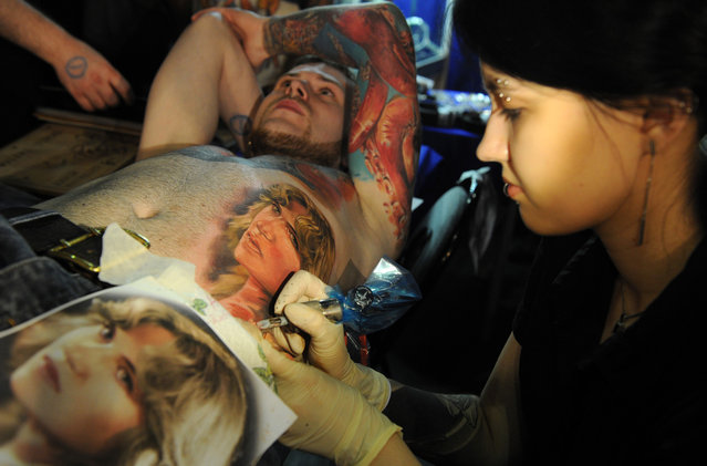 A tattoo artist works during an International Congress of Tattoo Artists in Moscow, on May 18, 2012. (Photo by Kirill Kudryavtsev/AFP)