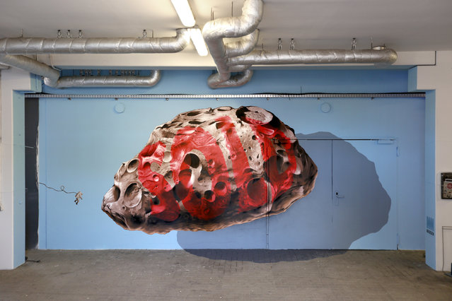 """""""Privatization machine n.1"""" mural painting and installation for the Millerntor Gallery #5 in Hamburg, Germany, as part of the social art project to support """"Viva con Agua"""" for worldwide water projects, 2015. (Photo by NeverCrew/The Huffington Post)"""