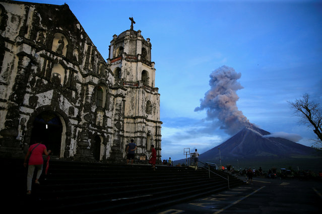 A view of Mount Mayon volcano as it erupted anew, from Our Lady of the Gate Parish church in Daraga, Albay province, south of Manila, Philippines January 25, 2018. (Photo by Romeo Ranoco/Reuters)