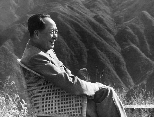 This file photo taken in 1961 and released by China's official news agency Xinhua in September 1976 shows former Chinese leader Mao Zedong smiling during his holidays in 1961 in Lushan Moutain. (Photo by AFP Photo/Xinhua)