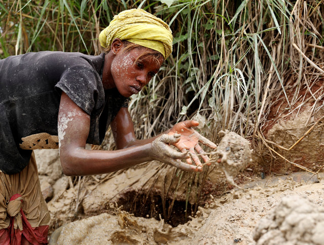 A woman works at Makala gold mine camp near the town of Mongbwalu in Ituri province, eastern Democratic Republic of Congo on April 7, 2018. (Photo by Goran Tomasevic/Reuters)
