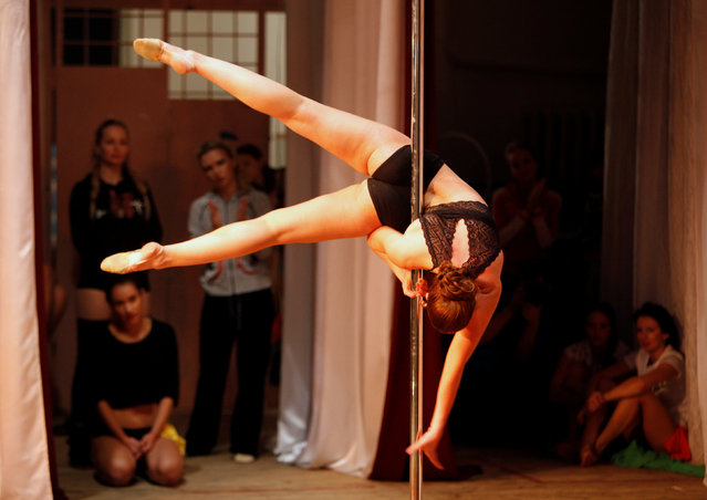 A participant performs during the Perfect Pole 2016 pole dance championship in the southern city of Stavropol, Russia, October 22, 2016. (Photo by Eduard Korniyenko/Reuters)