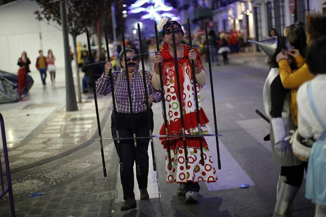 Revellers dressed up as Spanish folk singer Isabel Pantoja (R) and her ex-boyfriend and Marbella's former mayor Julian Munoz, who are in prison, take part in New Year's celebrations in Coin, near Malaga, southern Spain, early January 1, 2015. (Photo by Jon Nazca/Reuters)