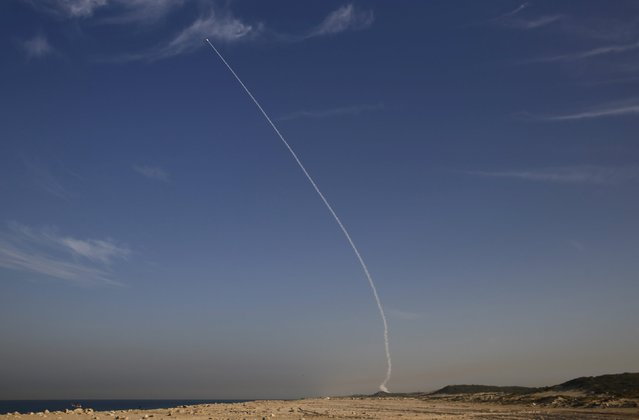 """An """"Arrow 3"""" ballistic missile interceptor is seen during its test launch near Ashdod December 10, 2015. Israel test-launched its """"Arrow 3"""" ballistic missile interceptor on Thursday, the Defence Ministry said in a statement, adding that it would provide updates on the result of the live trial. (Photo by Amir Cohen/Reuters)"""