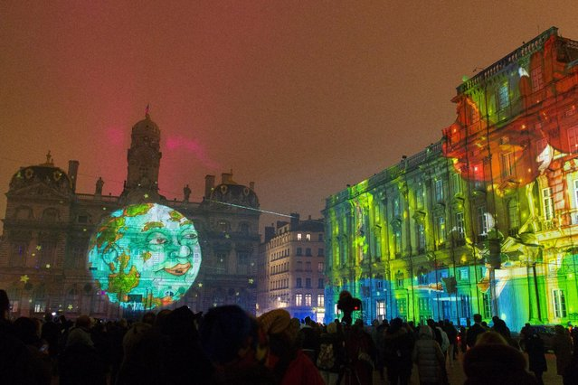 View of Sans Dessus, Dessous installation by artist Joseph Couturier at Place des Terreaux during the rehearsal for the Festival of Lights (Fetes des Lumieres) in Central Lyon, France, late December 7, 2016. (Photo by Emmanuel Foudrot/Reuters)