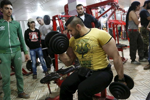 A man workouts in a gym, frequented by both residents and rebel fighters, in Aleppo's al-Fardous district May 18, 2015. Picture taken May 18, 2015. (Photo by Hosam Katan/Reuters)