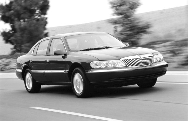 This undated photo provided by the Ford Motor Co. shows the 2000 Lincoln Continental. (Photo by AP Photo/Ford Motor Co.)