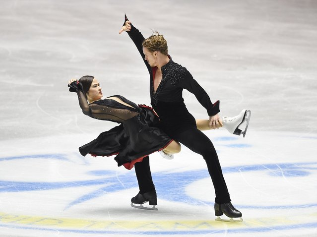 US figure skaters Madison Chock (L) and Evan Bates (R) perform during the short dance routine in the ice dance event at the ISU World Team Trophy figure skating competition in Tokyo on April 16, 2015. (Photo by Toru Yamanaka/AFP Photo)