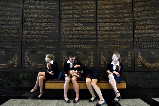 Schoolgirls rest on a banquette at the Museum of the Great Patriotic War at Poklonnaya Gora in Moscow on April 28, 2015. Russia celebrates the 70th anniversary of the 1945 victory over Nazi Germany on May 9. (Photo by Kirill Kudryavtsev/AFP Photo)