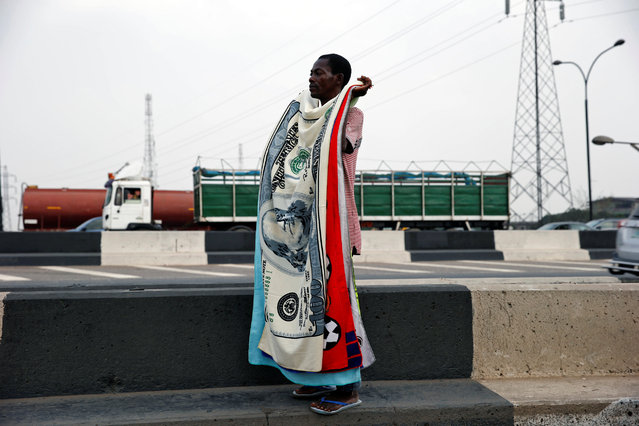 A man sells towels along a road in Lagos, Nigeria December 24, 2016. (Photo by Akintunde Akinleye/Reuters)