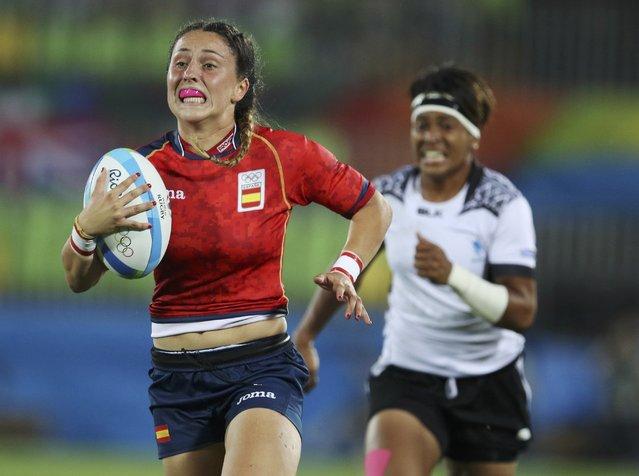 2016 Rio Olympics, Rugby, Women's Placing 7-8 Spain vs Fiji, Deodoro Stadium, Rio de Janeiro, Brazil on August 8, 2016. Amaia Erbina Arana (ESP) of Spain evades Lavenia Tinai (FIJ) of Fiji to score. (Photo by Phil Noble/Reuters)