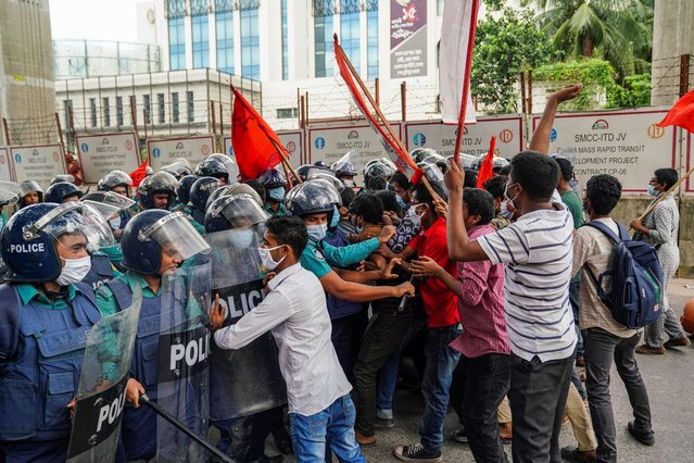 Activists of Left Democratic Alliance try to break through the police barricades during the protest in demand of the reopening of all Jute mills and payment of arrears to the workerss in Dhaka, Bangladesh, on October 5, 2020. Jute mill workers, activists of Left Democratic Alliance marched towards the Prime Minister's Office in a protest demanding the reopening of all jute mills and payment of arrears to the workers in Dhaka. (Photo by Zabed Hasnain Chowdhury/SOPA Images/LightRocket via Getty Images)