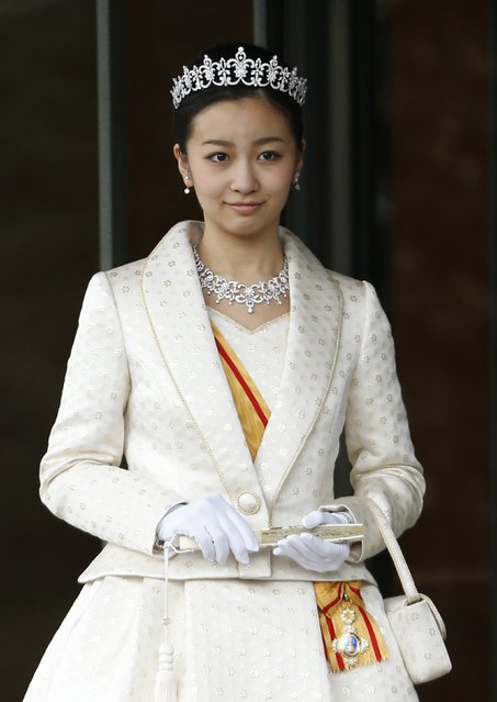 Japan's Princess Kako, the second daughter of Prince Akishino and Princess Kiko, in full dress leaves the Imperial Palace after a meeting with the emperor and empress  in Tokyo December 29, 2014. Kako, a granddaughter of Emperor Akihito and Empress Michiko, celebrates her 20th birthday on December 29, 2014. (Photo by Issei Kato/Reuters)