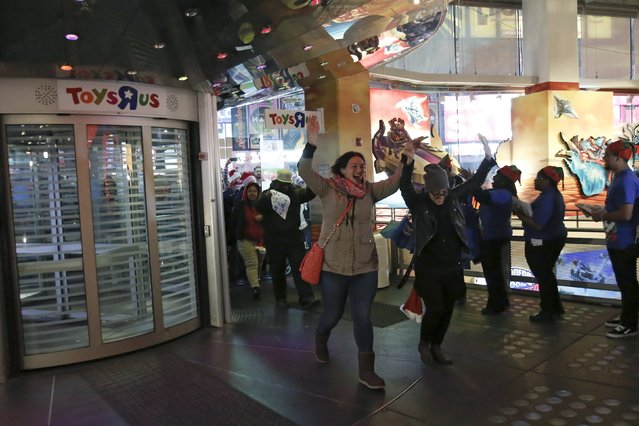 "Some of the first customers enter Toys ""R"" Us Times Square store during the early opening of the Black Friday sales in the Manhattan borough of New York, November 26, 2015. (Photo by Andrew Kelly/Reuters)"