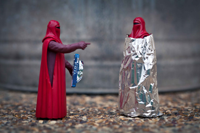 An Emperor's Guard wraps another in tin foil, taken in Glasgow, Scotland, December 2016. (Photo by David Gilliver/Barcroft Images)
