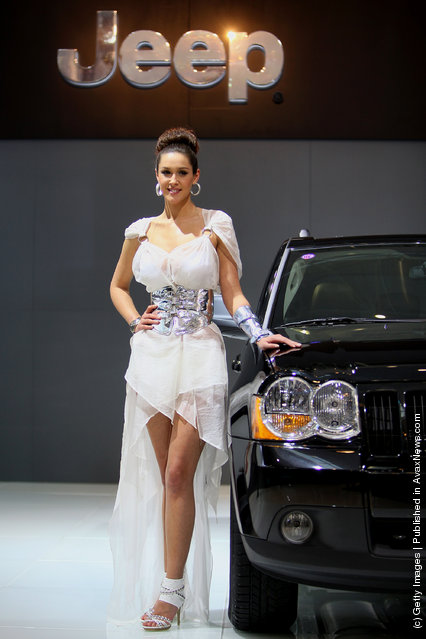A model stands beside Jeep Grand Cherokee
