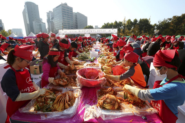Participants make kimchi, a staple Korean side dish made of fermented vegetables, for a Guinness World Record for the largest number of people making kimchi at one place during the Seoul Kimchi Festival at Seoul Plaza in Seoul, Sunday, November 4, 2018. More than 3,000 people made kimchi to donate to needy neighbors in preparation for the winter season. (Photo by Ahn Young-joon/AP Photo)
