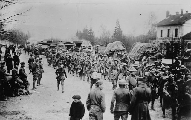American troops march down a road in France in an undated photo taken during the First World War. (Photo by Reuters/Courtesy Library of Congress)