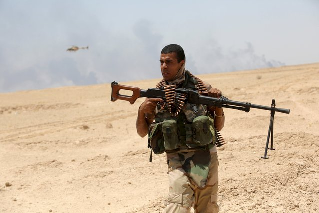 An Iraqi soldier holds his weapon in Husaybah, in Anbar province July 22, 2015. (Photo by Reuters/Stringer)