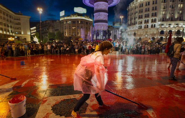 Protestors disperse color paint during a protest against the government, at central square, during an anti-government protest in Skopje on June 6, 2016, in a series of protests dubbed Colourful Revolution. Macedonia's president on June 6, 2016 said he was revoking all the controversial pardons he had granted in April to dozens of people implicated in a huge wiretapping scandal. President Gjorge Ivanov had on April 12 said he was halting probes into 56 Macedonians suspected of involvement in the scandal – a surprise decision that sparked international condemnation and angry street protests. (Photo by Robert Atanasovski/AFP Photo)