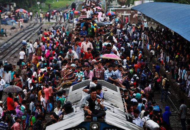 People sit atop an overcrowded passenger train as they travel home to celebrate Eid al-Fitr festival, which marks the end of the Muslim holy fasting month of Ramadan, at a railway station in Dhaka, Bangladesh, July 5, 2016. (Photo by Adnan Abidi/Reuters)