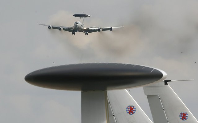 A NATO AWACS (Airborne Warning and Control Systems) aircraft approaches the AWACS air base in Geilenkirchen, near the German-Dutch border September 25, 2014, following its final mission over Afghanistan. The AWACS fleet concluded its NATO-led International Security Assistance Force (ISAF) mission on Thursday. (Photo by Wolfgang Rattay/Reuters)