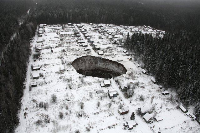 An aerial view shows a sinkhole 3.5 km (2 miles) to the east of Solikamsk-2 mine in Perm region, November 20, 2014. Shares in Russia's Uralkali, the world's top potash producer, fell sharply for a second day on Wednesday after a mine accident that could reduce global supplies and push up prices of the crop nutrient worldwide. (Photo by Reuters/Press service of Uralkali company)