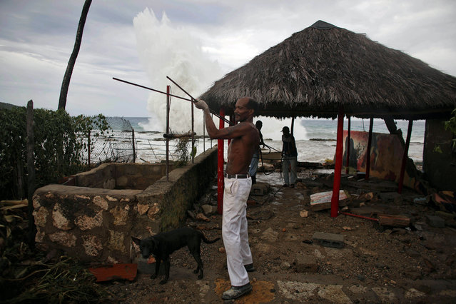 Baker Dimapico Gonzalez, 51, removes things from his home at the beach in Siboney ahead of the arrival of Hurricane Matthew, Cuba, October 4, 2016. (Photo by Alexandre Meneghini/Reuters)