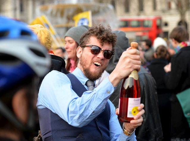 "A man uncorks a bottle in celebration during an anti-Thatcher ""gathering"" in Trafalgar Square in central London on April 8, 2013. Former British prime minister Margaret Thatcher, the ""Iron Lady"" who shaped a generation of British politics, died following a stroke on April 8, 2013 at the age of 87, her spokesman said. (Photo by Leon Neal/AFP Photo)"