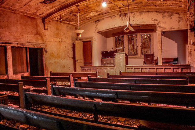 "Urban Explorer Abandoned Southeast, which documented the site, said, ""It appears that after the owner opened another funeral home across town, this one was left abandoned"". (Photo by Abandoned Southeast/Caters News Agency)"