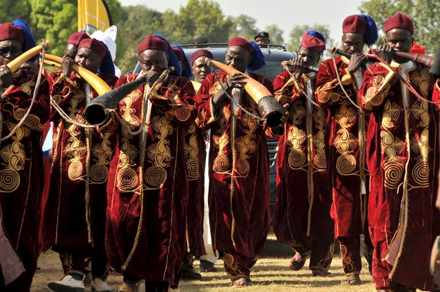 Flutists are pictured in front of the entourage of Emir of Kano Sanusi Lamido Muhammadu II at the closing ceremony of The Emir of Katsina Charity Shield at the Fifth Chukker in Kaduna, Nigeria November 7, 2015. (Photo by Reuters/Stringer)