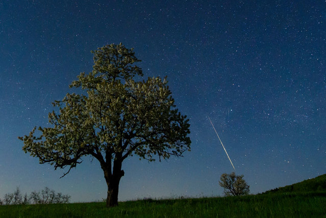 Tiny pieces of space rocks, called meteorites, are seen burning in the atmosphere over the night sky near Salgótarján, some 109km northeast of Budapest, Hungary, 21 April 2018 (issued 22 April 2018). (Photo by Peter Komka/EPA/EFE)