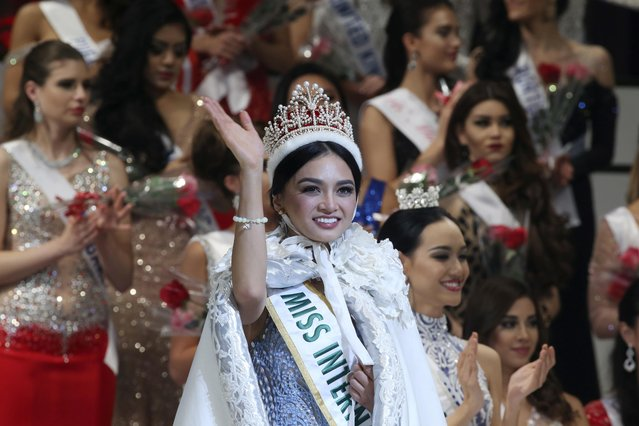 Miss Philippines Kylie Verzosa waves after being crowned 2016 Miss International during the final of the beauty pageant in Tokyo, Thursday, October 27, 2016. (Photo by Koji Sasahara/AP Photo)