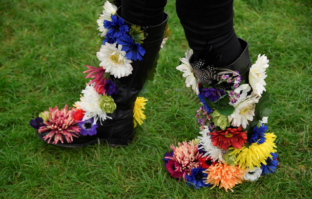 A woman displays her floral decorated boots at the RHS Chelsea Flower Show in London, Britain on May 21, 2018. (Photo by Toby Melville/Reuters)