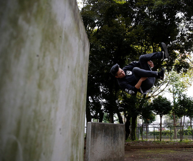 A parkour practitioner demonstrates his parkour skill at a park in Tokyo, Japan November 2, 2016. (Photo by Kim Kyung-Hoon/Reuters)