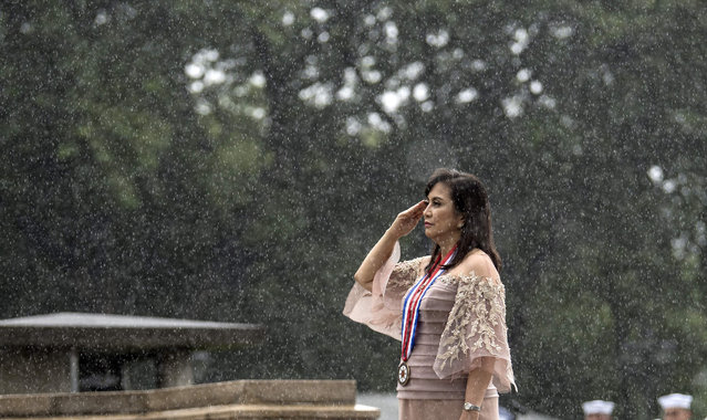 Philippine Vice President Leni Robredo salutes to the statue of National Hero Jose Rizal during a wreath laying ceremony at the 120 th Independence Day celebration at Rizal Park in Manila on June 12, 2018. (Photo by Noel Celis/AFP Photo)