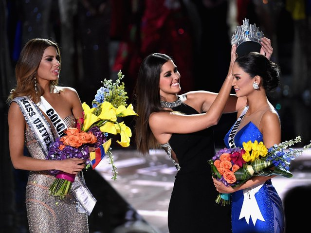 Miss Philippines 2015, Pia Alonzo Wurtzbach (R), reacts as she is crowned the 2015 Miss Universe by 2014 Miss Universe Paulina Vega (C) during the 2015 Miss Universe Pageant at The Axis at Planet Hollywood Resort & Casino on December 20, 2015 in Las Vegas, Nevada. Miss Colombia 2015, Ariadna Gutierrez, was mistakenly named as Miss Universe 2015 instead of First Runner-up. (Photo by Ethan Miller/Getty Images)