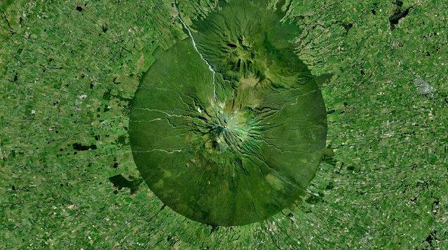 Mount Taranaki, New Zealand. (Photo by Benjamin Grant/Digital Globe/Caters News)